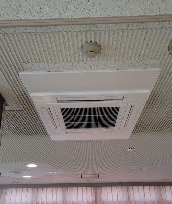 業務用電気式エアコン天付け室内機